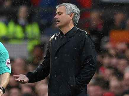 Premier League: Jose Mourinho Slams Manchester United As They Hand Title To Manchester City