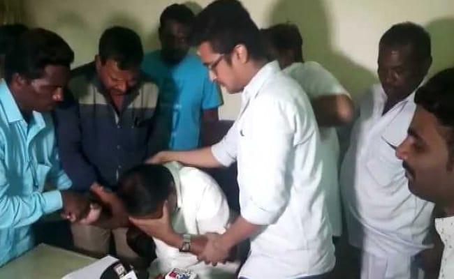 कर्नाटक विधानसभा चुनाव: दूसरी लिस्ट में नहीं आया नाम तो रो पड़े बीजेपी के पूर्व MLC