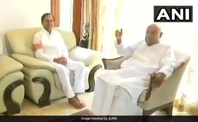 Telangana chief minister KCR meets Deve Gowda, discuss proposed front