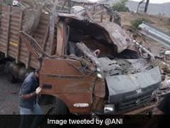 मुंबई-बेंगलुरू हाईवे पर बैरियर में घुसा तेज़ रफ्तार ट्रक, 17 की मौत