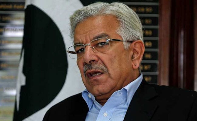 Pak court disqualifies its foreign minister