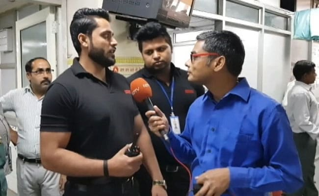 दिल्ली के सरकारी अस्पताल में क्यों लगे हैं आयरन मैन!