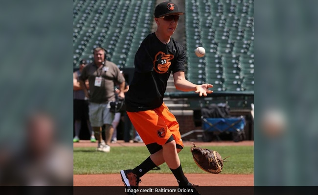 'It's Unreal': Tweet Turns One-Armed High School Catcher Into A Viral Star