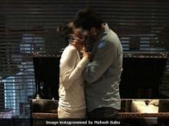 Viral: After <i>Bharat Ane Nenu</i>'s Success, Mahesh Babu Thanks Wife Namrata Shirodkar With A Kiss