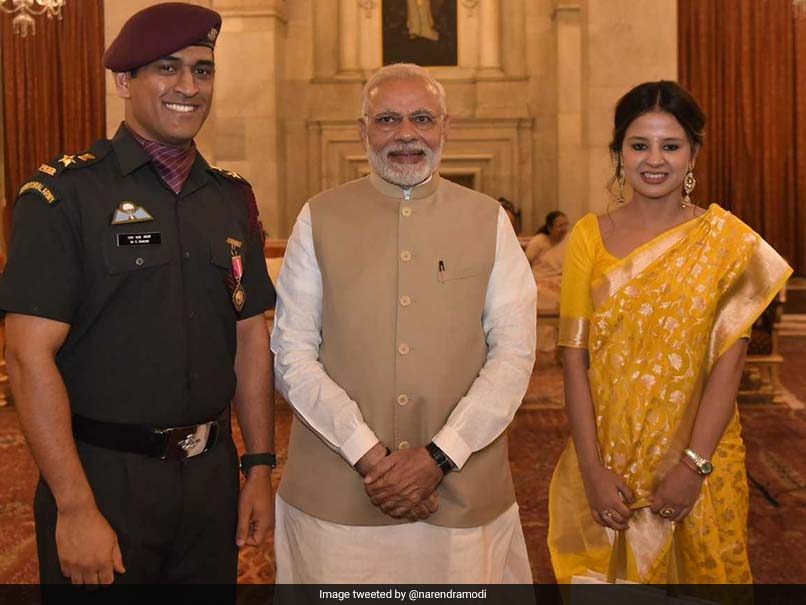 MS Dhoni Receives Padma Bhushan Award From President Ram Nath Kovind, Twitter Loves It