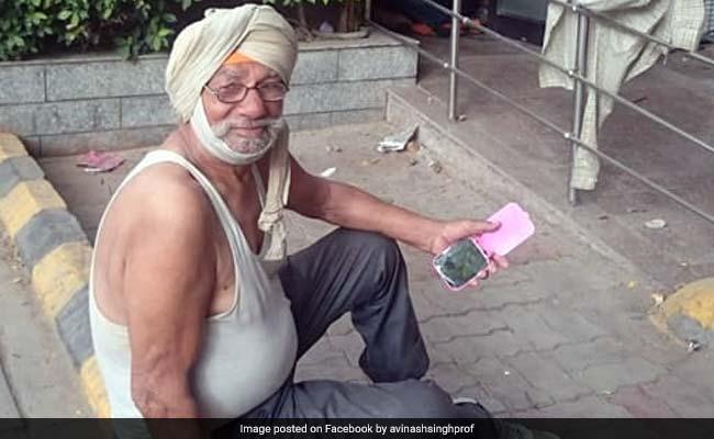 दिल्ली की सड़कों पर रह रहा था Oxford Graduate, इस तरह इंटरनेट ने की मदद