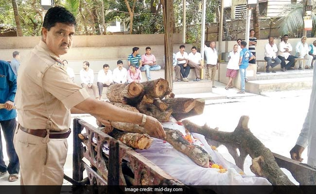 Mumbai Man's Last Wish Was To Be Cremated By Police, Not His Family