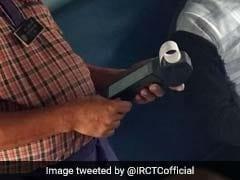 कैश की किल्लत: POS मशीन से कैश बांटने की व्यवस्था की गई