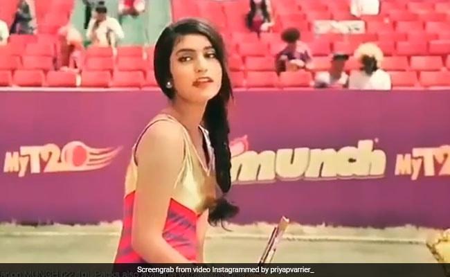 Priya Prakash Varrier: 'आंखों से खेलने' के बाद एटीट्यूड दिखाती नजर आईं इंटरनेट सनसनी, वीडियो वायरल