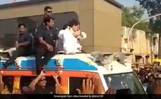 Rahul Gandhi And The Neat Trick With The Garland: Video Is Viral