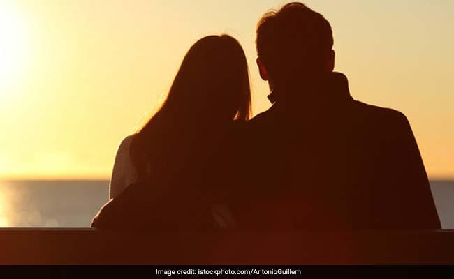 शादी की उम्र नहीं तो 'लिव इन' में रहें, सुप्रीम कोर्ट ने पलटा केरल हाईकोर्ट का फैसला