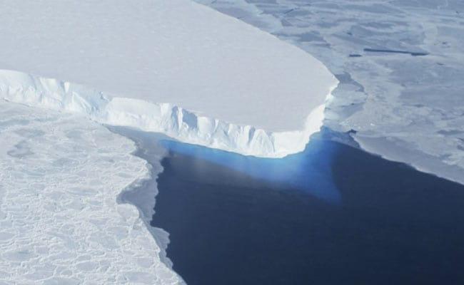 Antarctica के बर्फ के नीचे पर्वत श्रृंखलाओं और घाटियों का पता चला