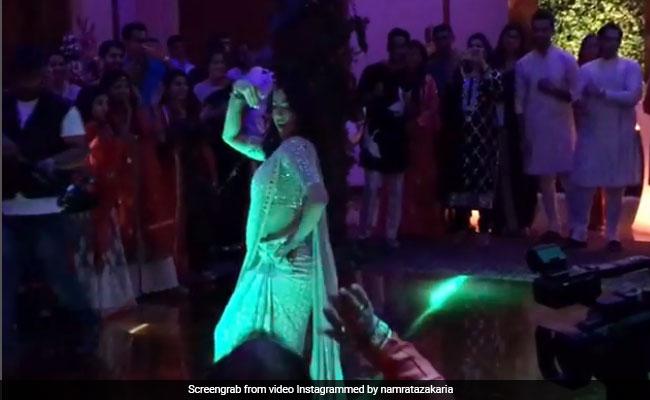 डांस फ्लोर पर उतरीं सारा अली खान, सात समुंदर पार गाने पर जमकर थिरकीं; Video Viral