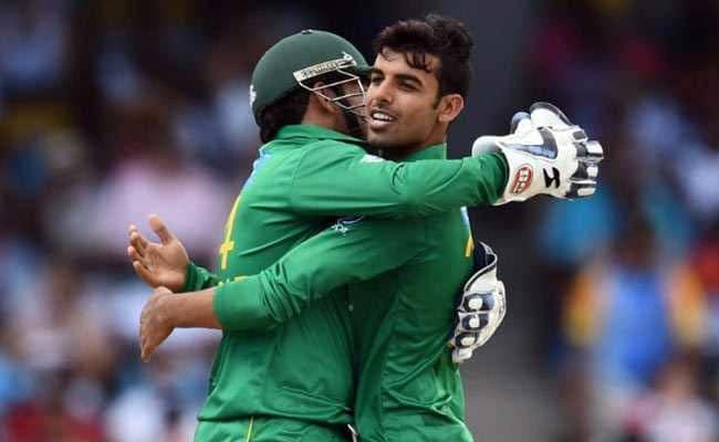 PAK vs WI: विपक्षी बल्लेबाज को पेवेलियन लौटने का इशारा करना शादाब खान को महंगा पड़ा, मिली यह 'सजा'