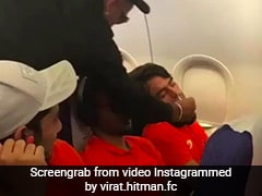 चैन की नींद सो रहे थे खिलाड़ी, शरारती धवन ने कुछ ऐसे किया नाक में दम... देखें गजब का VIDEO