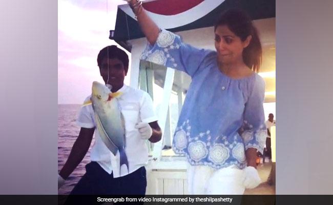 Viral Video: शिल्पा शेट्टी के हाथ लगी बड़ी मछली, देखकर बेहाल हुईं एक्ट्रेस