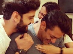 Sonakshi Sinha's Message To Salman Khan: '<I>Hum</i> Really Saath Saath Hain</i>'