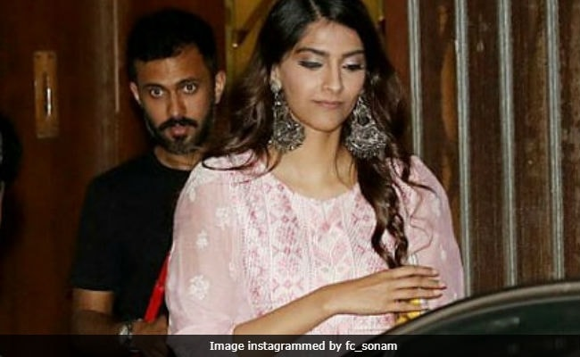 Sonam Kapoor and Anand Ahuja Spotted In Mumbai As Rumours About Wedding Grow Stronger