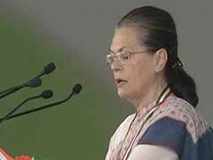 कर्नाटक में सोनिया का PM मोदी पर तंज, 'सिर्फ भाषणों से देश का पेट नहीं भरता'