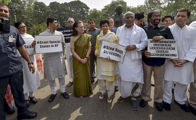 Sonia, Rahul lead opposition protest in Parliament