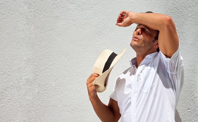 कैसे करें गर्मियों में झुलसी त्वचा की देखभाल, एक्सपर्ट से जानिए