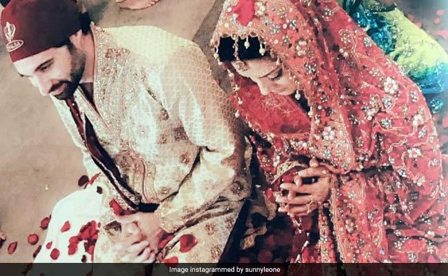 Viral Photo: पहली बार सामने आई Sunny Leone की शादी की तस्वीर, पंजाबी दुल्हन के अवतार में दिखीं