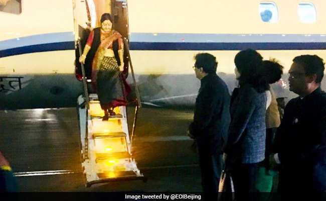 विदेश मंत्री सुषमा स्वराज पहुंचीं बीजिंग, वांग यी से करेंगी वार्ता
