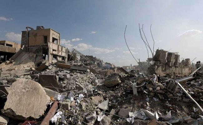 सीरिया के रक्का में सामूहिक कब्र में मिले करीब 50 शव - अधिकारी