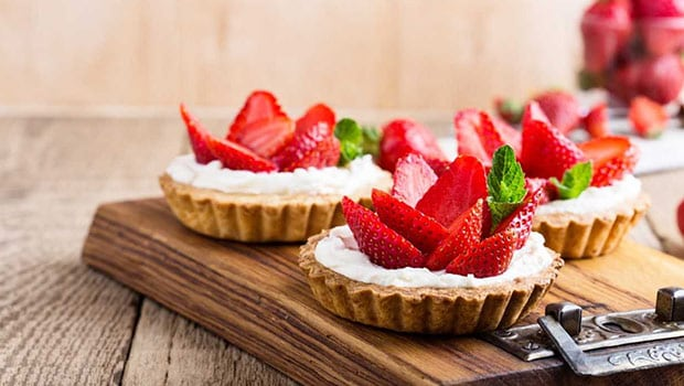 Banana Phirni Tartlets with Fresh Strawberries