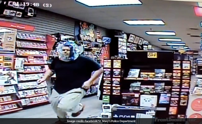 Video: Thief Used Plastic Wrapper As Disguise. Everyone Could See His Face