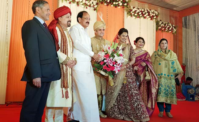VP Venkaiah Naidu Attends IAS Toppers Second Wedding Feast — IAS In Love