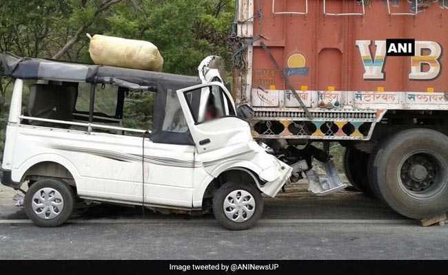 दिल्ली के पंजाबी बाग में सड़क हादसे में पांच लोग घायल