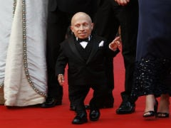 Actor Verne Troyer, Who Played 'Mini-Me' In 'Austin Powers' Dead at 49