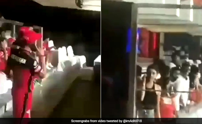 IPL 2018: स्टेडियम के शोर-शराबे के बीच विराट कोहली ने लगाया अनुष्का शर्मा को फोन, Video Viral
