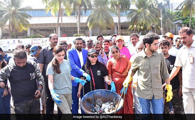 On Earth Day, Mumbaikars Pledge To Clean Up Dadar Beach