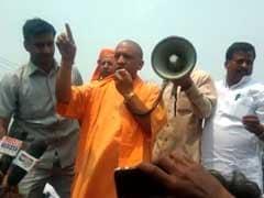 कुशीनगर हादसा : प्रदर्शन कर रहे लोगों को सीएम योगी ने 'नौटंकी' बंद करने की नसीहत दी