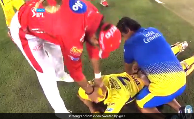 Dhoni, Yuvi's 'Old Bromance' During IPL Game Has Twitter All Nostalgic