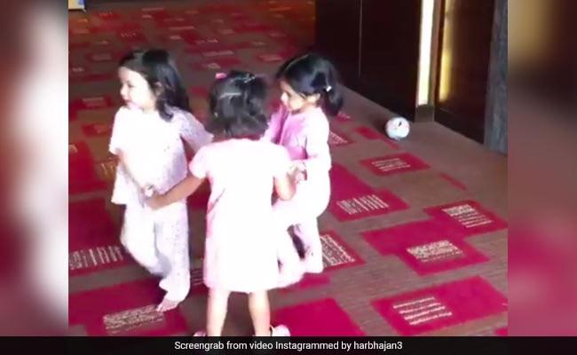 धोनी, हरभजन और रैना की बेटियों ने किया इस गाने पर डांस, Video Viral