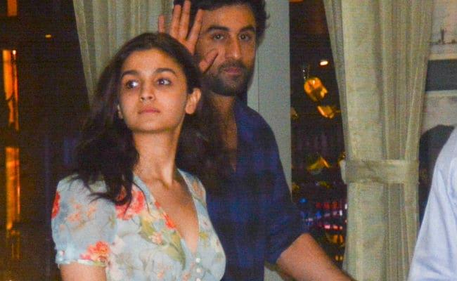 Brahmastra  Co-Stars Alia Bhatt, Ranbir Kapoor Bond Over Dinner. See Pics