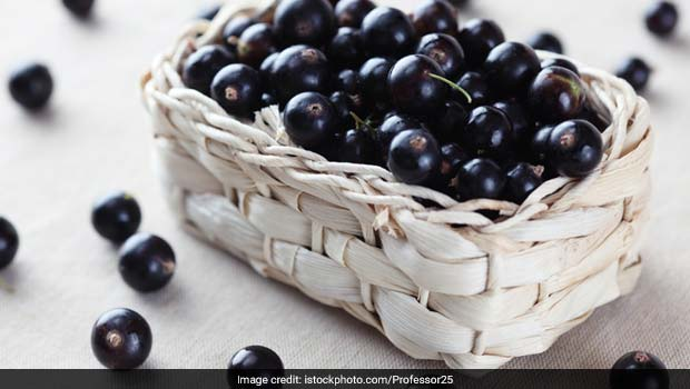 Two Ways Of Using Black Currant Fruit In Your Diet For A Sweet And Sour Treat