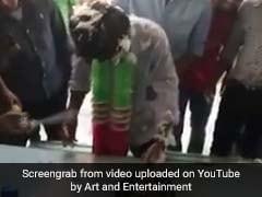VIDEO: पाकिस्तानी लड़के का गर्लफ्रेंड से हुआ ब्रेकअप, दोस्तों ने इस तरह मनाया जश्न