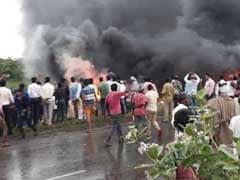 बिहार : मोतिहारी में भीषण सड़क हादसा, धू-धू कर जल उठी बस