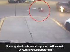 VIDEO: कार समेत अगवा कर ले जा रहा था, लड़की ने चलती गाड़ी से ऐसे लगाई छलांग