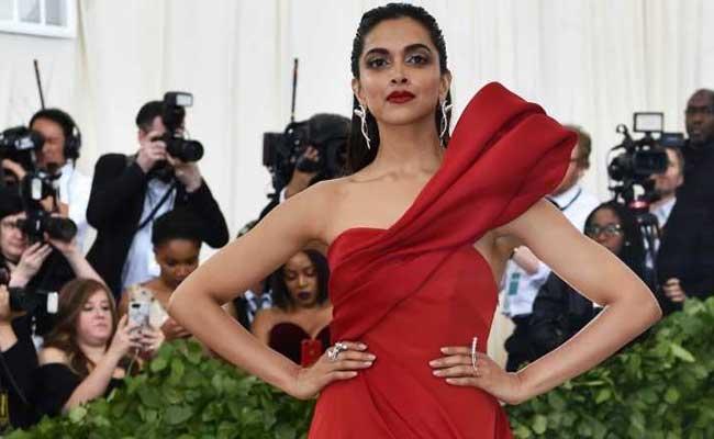 Priyanka Chopra Stuns in an Elegant Dress at the 2018 Met Gala