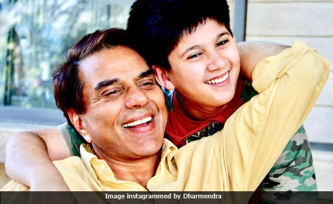 The Kid In This Pic With Dharmendra Is His 'Ummeed, Bharosa.' Guess Who?