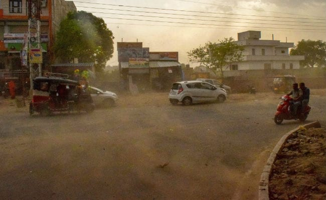 Death toll rises by 11 in UP dust storm