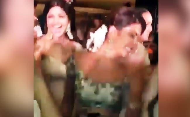 सोनम की शादी में 'गुड़ नाल इश्क मीठा' पर डांस करती जैकलीन का 'मोबाइल' हुआ हिट, देखें वीडियो