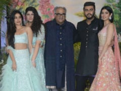 At Sonam Kapoor And Anand Ahuja's Reception, A Mini-Kapoor Fam-Jam Featuring Janhvi, Khushi, Arjun, Anshula With Dad Boney Kapoor