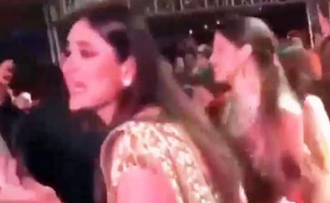 सोनम की शादी में 'आंटी पुलिस बुला लेगी' पर करीना ने किया धमाकेदार डांस