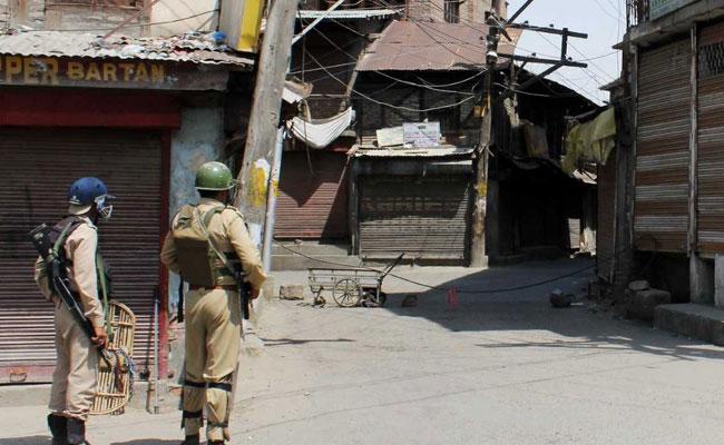 कश्मीर दर्द से ऐंठती देह का नाम है